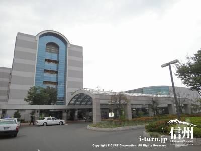 長野市民病院外観正面入口