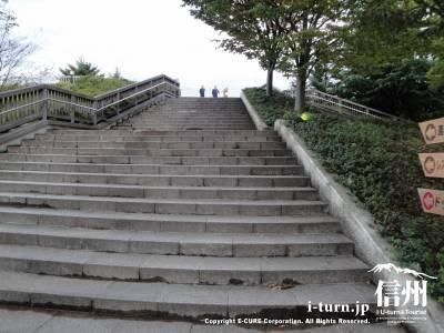小布施ハイウェイオアシスにある階段