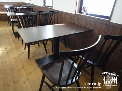 和かふぇびいんずの椅子は松本民芸家具製