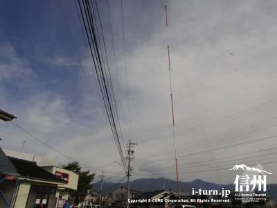 支那そばの凱歌の目の前に立つSBC信越放送のラジオ電波塔