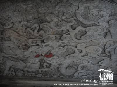手水舎の天井の彫刻