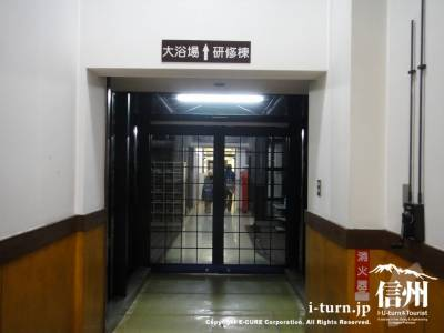 大浴場へ続く廊下