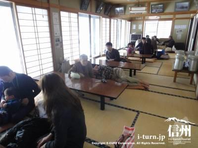 広い畳の休憩室