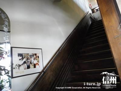 2階へ登る階段
