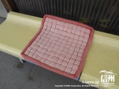ベンチの座布団