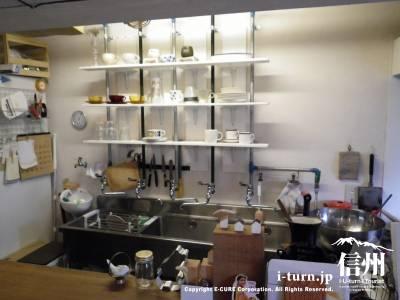 店内のキッチン
