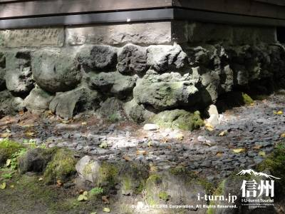 浅間石の石積基礎工事