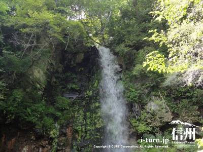 景勝地千ケ滝の滝壷