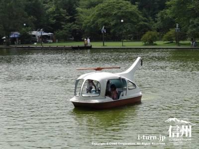 塩沢湖・湖面に浮かぶボートⅢ