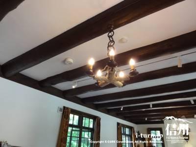 睡鳩荘のダイニングルーム天井
