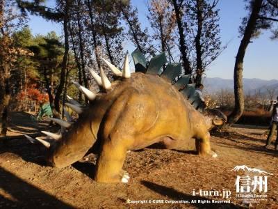ケントロサウルスの後ろから