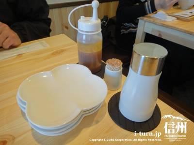 テーブルセットはお皿があります