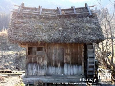 水車小屋の側面
