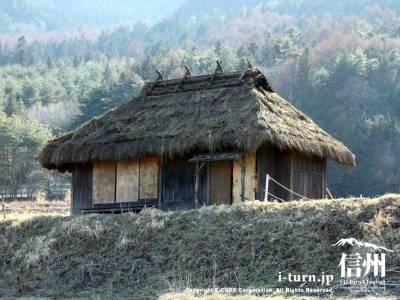 茅葺き屋根の農家