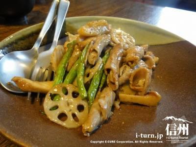 豚モツと野菜のピリ辛炒め