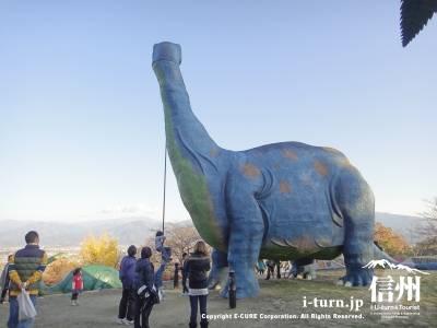 ブロントサウルスの口からターザンができます