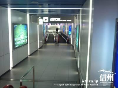 新千歳空港駅への通路