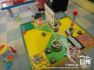 遊びながら学べるプレイコーナー