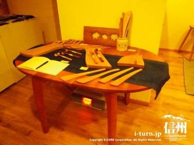 テーブルと雑貨類