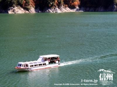 湖を運行中のガルベ