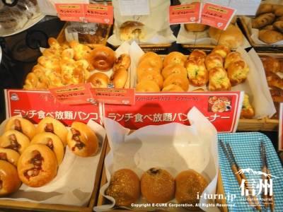 ランチバイキングのパン2