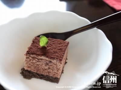 デザートのチョコレートケーキ