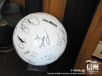 松本山雅メンバーのサインが入ったサッカーボール