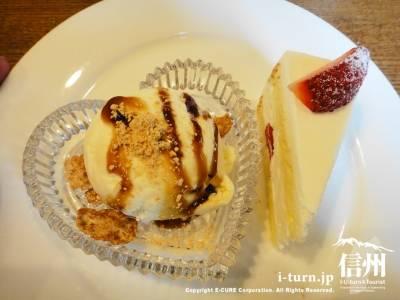 バニラアイスとショートケーキ