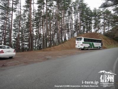 大型バスがとまる駐車場