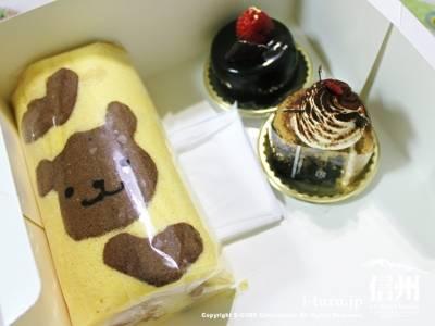 ロールケーキと2つのケーキ