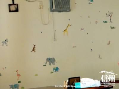 動物柄の壁