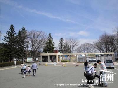 茶臼山動物入口全景