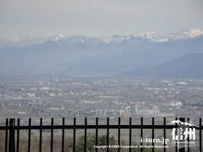 茶臼山動物園から見た善光寺平