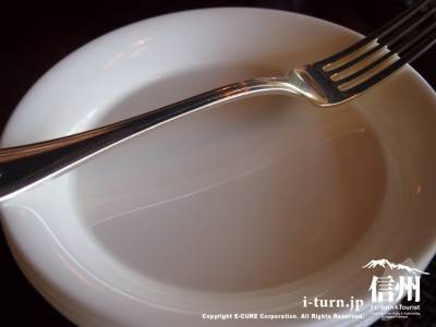 取り皿とフォーク