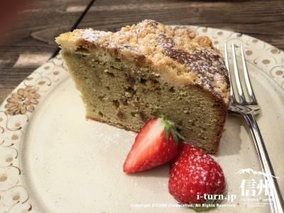 桜の入ったバターケーキ