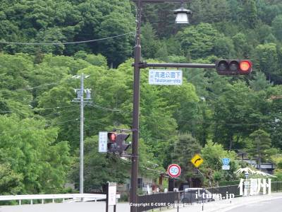 152号から来るとこの信号をまっすぐ361号から来ると左折