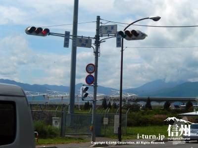 松本市街から来ると「寺家」の交差点を右折