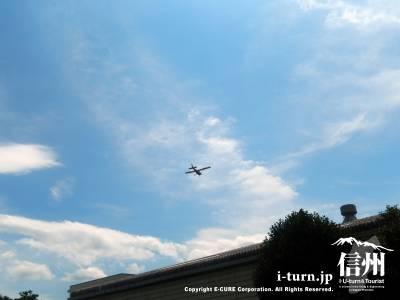 松本空港が近いので離発着の飛行機やヘリコプターが見えます