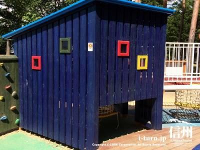 ブルーの小屋