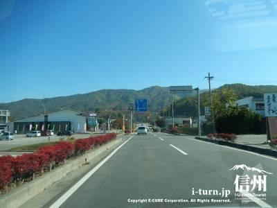 伊那市街地から県道209号を高遠方面に進んでいきます。