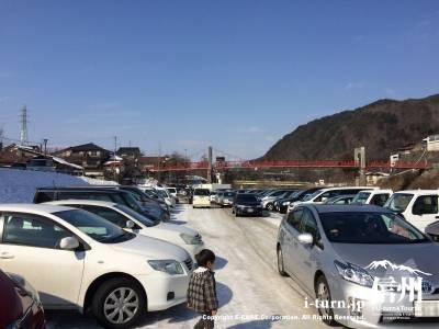 ここの臨時駐車場は300台程駐車できるそうです