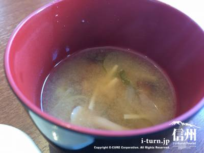 キノコたっぷりのお味噌汁