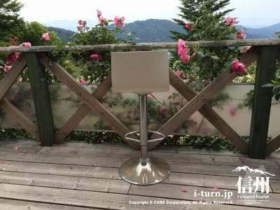 ガーデンを眺める席