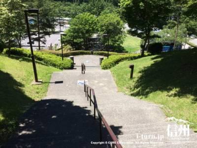 山の高低差を使った公園なので階段や坂などが沢山あります
