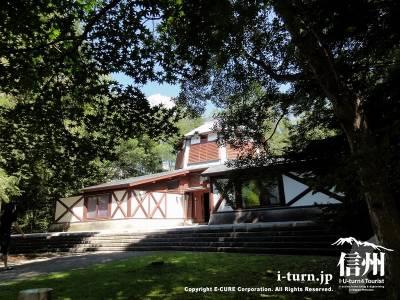 軽井沢絵本の森美術館|世界の代表的な絵本の原画・初版本など収蔵|軽井沢町長倉
