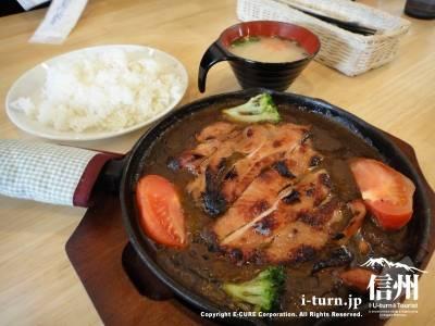 サミー食堂|サミーカレーが専門店からガッツリ食堂へ|松本市島立