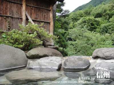 扉温泉・桧の湯 |山奥の天然・自噴・かけ流しの贅沢温泉|松本市入山辺