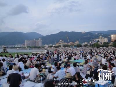 諏訪湖祭湖上花火大会|日本最大の打ち上げを誇る花火大会|諏訪市湖畔前