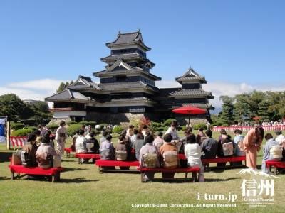 国宝松本城合同茶会|秋晴れの空のもと、松本市内5流派が集合|松本市丸の内