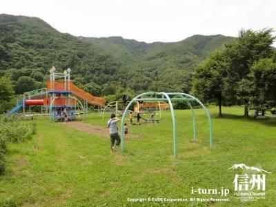 辰野ほたる童謡公園|ホタル乱舞で有名|辰野町平出